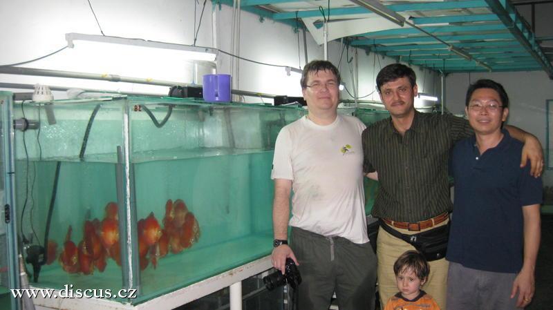 Skupinka s Dr. Momenim z Íránu a Jeffrey Tanem